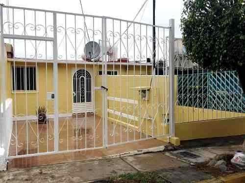 Casa En Renta. Fracc. Villas De La Hacienda.