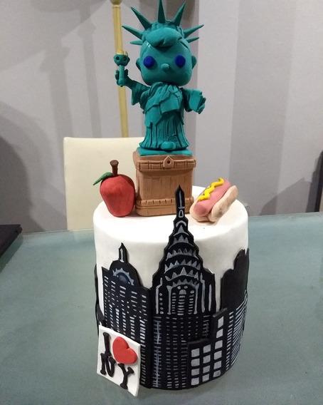 Torta New York Funko Pop Estatua Libertad En Porcelana Fría