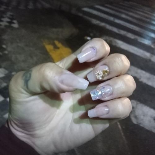 Imagem 1 de 4 de Manicure