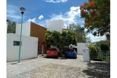 Casa En Renta Con 4 Recamaras Y Amplio Jardín En Privada, El Pueblito Corregidora