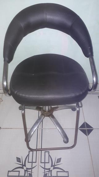 Cadeira Para Cabeleireiro Usada Em Ótima Conservação.