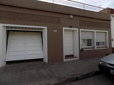 Casa 3 Ambientes Excelente Ubicación, Con Cochera