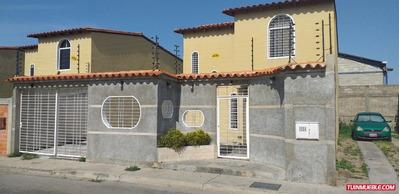 Townhouses En Venta En Urb La Providencia. 04121994409