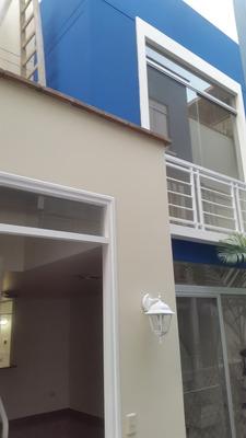 Casa Triplex En Condominio De 3 Habitaciones Y Con Cochera