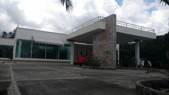 Hermosa Casa Residencial Nueva 1900 M2