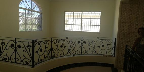 Alquiler Casa Dos Niveles, Residencial Cerrado