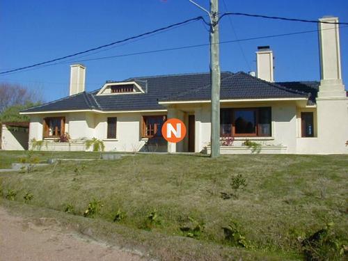 Casa En Venta Y Alquiler, Pinares, Punta Del Este, 4 Dormitorios.- Ref: 205786