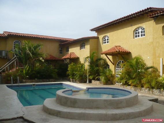 Townhouses En Venta Playa El Agua 0412 0924671