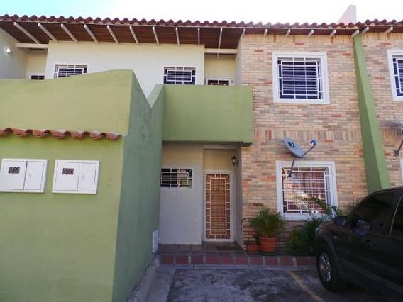 Dvm 20-3524 Se Vende Comodo Y Moderno Townhouse En Turmero.