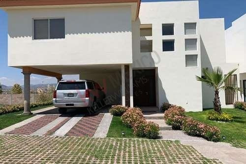 Hermosa Casa En Campo De Golf/ Excelente Ubicacion/ Perfecta Para Tu Familia / Seguridad 24 Hrs / Lamudi / Vivanuncios / Icasas / Inmuebles 24 / Mitula.