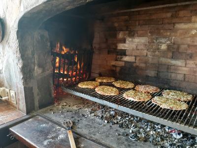 Pizzas A La Parrilla Servicio De Catering Calzones-chivitos