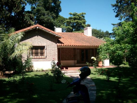 Chalet Zona Residencial Con Piscina Y Departamento Al Fondo