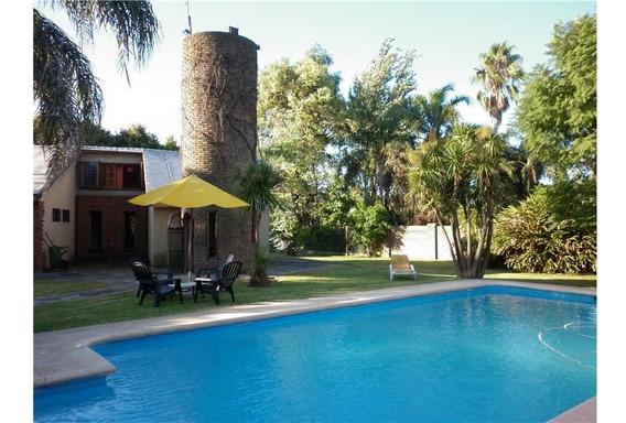 Casa Con Quincho Y Pileta