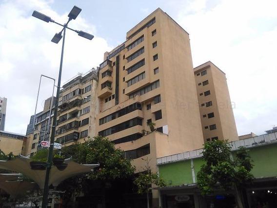 Rah Código 21-5275 Oficina En Venta En Sabana Grande Caracas