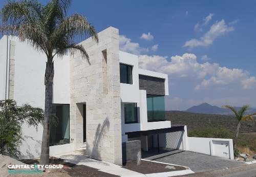 Espectacular Residencia Con Alberca Privada En Vista Real Country Club