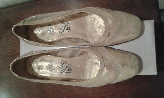 Zapatos Clasicos Dorados. Talle 35.