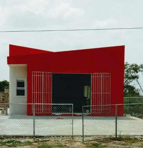 Local Comercial En Carretera Conkal - Chicxulub, Frente A Gasolinera, Ideal Para Auto - Servicio.