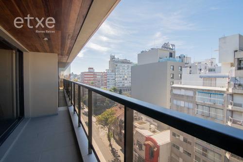 Apartamento De 3 Dormitorios Y Servicio, Pocitos.