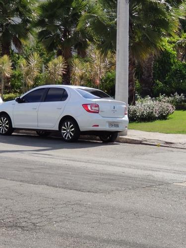 Imagem 1 de 7 de Renault Logan 2014 1.0 16v Expression Hi-flex 4p