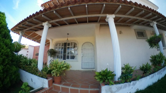 Amplia Casa En Venta En Este De Barquisimeto #21-5186