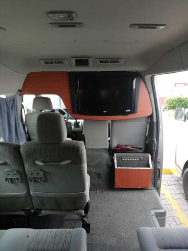 Imagen 1 de 9 de Renta De Camionetas 7,15 Y 20 Pasajeros Con O Sin Operador