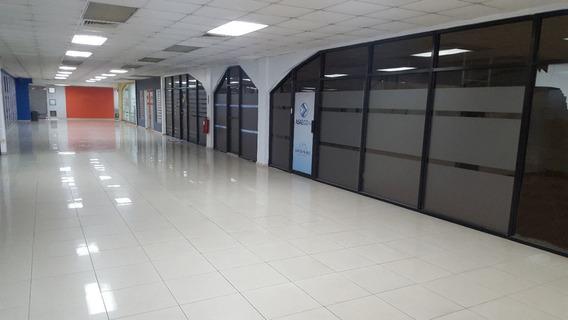 Amplio Local, En El Sector Naco, Ideal Para Oficinas Y Call Center