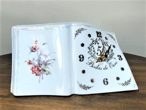 Imagem 1 de 8 de Relógio Livro Porcelana Bodas De Ouro 50 Anos De Casamento