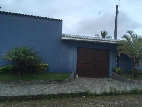 Vende Se Casa Com Edicula E Piscina Próximo A Praia.
