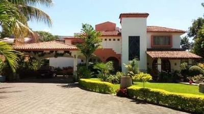 Casa En Venta En Comala, Bellisimos Acabados, Espectaculares Jardines.