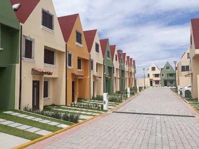 Casa En Venta En Residencial En Puebla