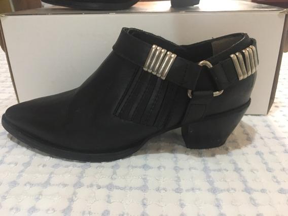 Zapatos En Punta De Cuero