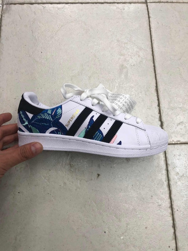 reputable site 299cf e1509 adidas Concha Superstar Floral Graphic