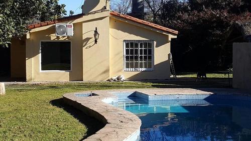 Imagen 1 de 7 de Casa Quinta En La Reja Moreno, A Cuadras De La Estación***