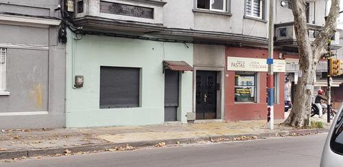 Excelente Local Comercial Con Renta.  Posible Vivienda