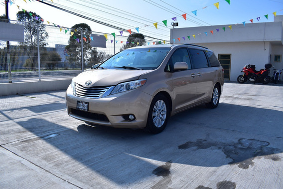 Toyota Sienna Limited Minivan 2011