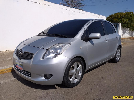 Toyota Yaris 4p Sincronico