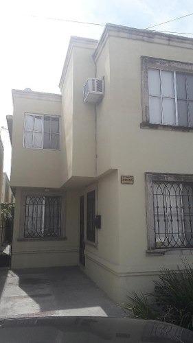 354640-casa En Venta El Col. Santa Cecilia En Apodaca