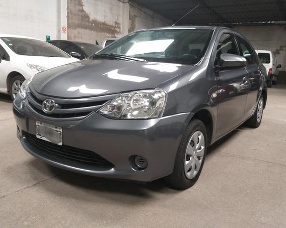 Toyota Etios Xs 1.5 C/gnc 2015