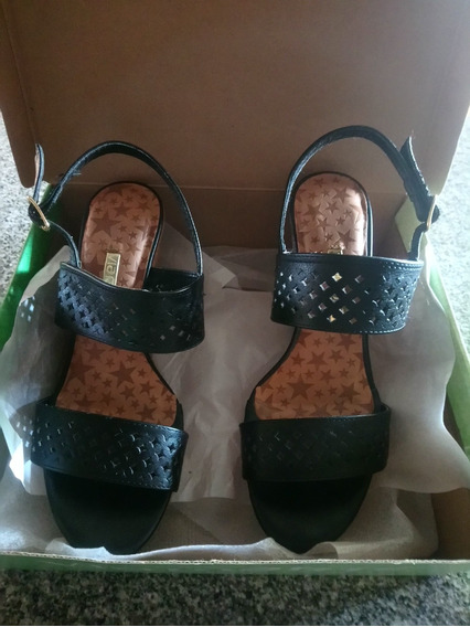 Sandalias Negras Vía Marte
