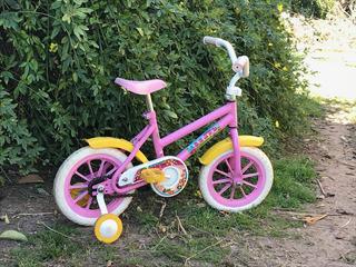 Bicicleta Rodado 12 Stark D2x Rosa Y Amarillo. Con Rueditas