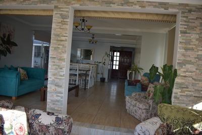 Casa Confortable, Sólida, Moderna
