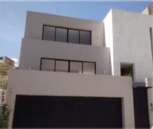 Casa Grande Con 3 Recámaras, Terraza, Jardín, Bodega.