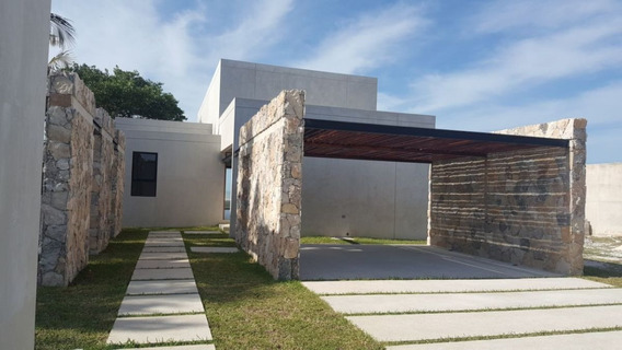 Se Vende Casa En Playa Bahamita.