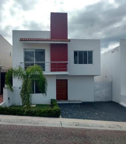 Se Renta Hermosa Residencia En Cumbres Del Lago, Jardín, Cto Serv, 3 Recámaras..