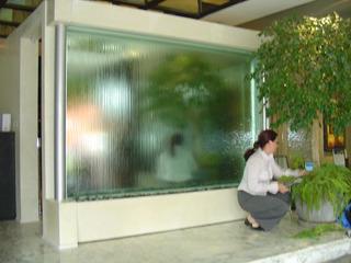 Cortina De Agua Sobre Cristal Fuente Decorativa
