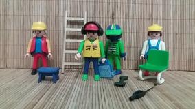 Lote 7076- 04 Bonecos E Acessórios Playmobil