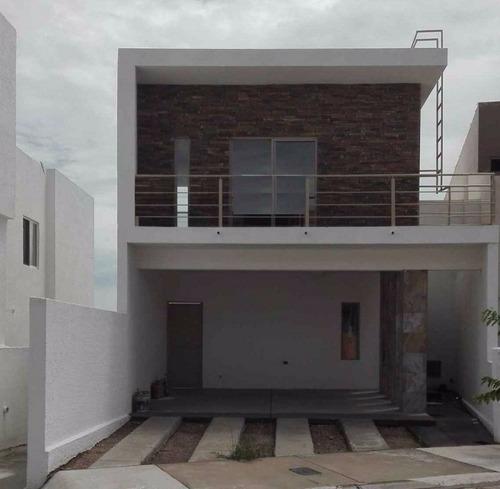 Bonita Casa En Fraccionamiento Privado.