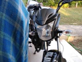 Motocicleta Negra Honda Invicta 2017 Como Nueva