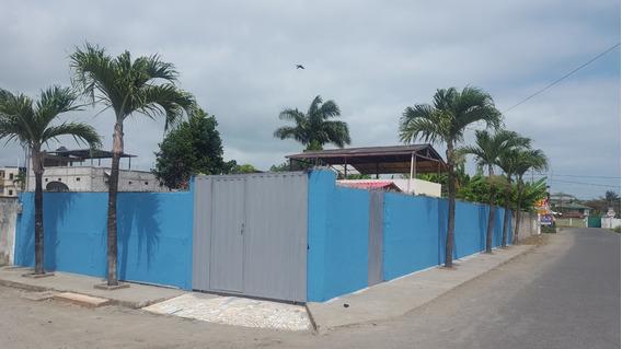 En Tonsupa, Se Alquila Casa Para Vacaciones.