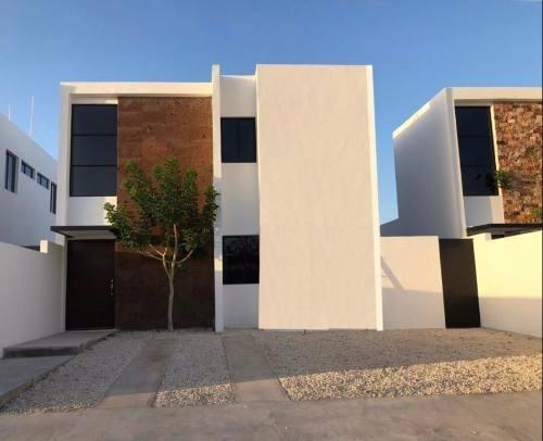 Residencia De 3 Recamaras En Privada Conkal A Pocos Minutos De Plaza Altabrisa Zona Norte